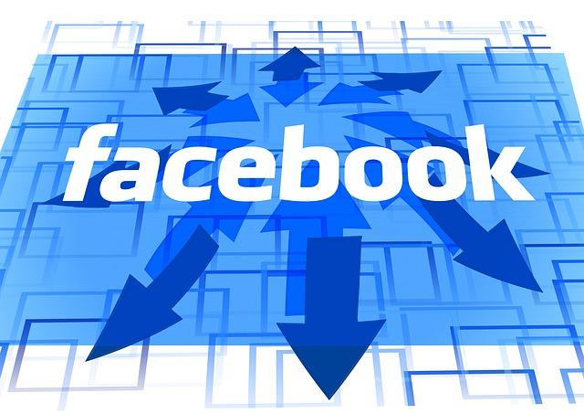 Facebook reta aLinkedIn